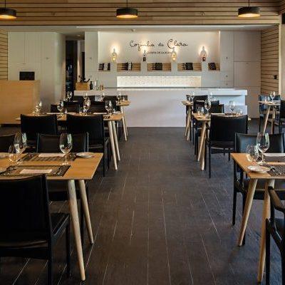 """Cozinha da Clara Com impressionantes vistas sobre o rio Douro, a Quinta de La Rosa abriu oficialmente o restaurante Cozinha da Clara. Um nome carregado de sentimento e em uma """"clara"""" homenagem à avó de Sophia Bergqvist, co-proprietária e gestora da Quinta de la Rosa"""